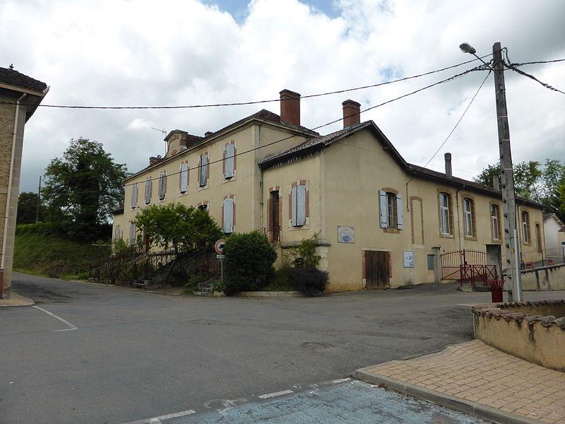 École d'Estang, dans le Gers.