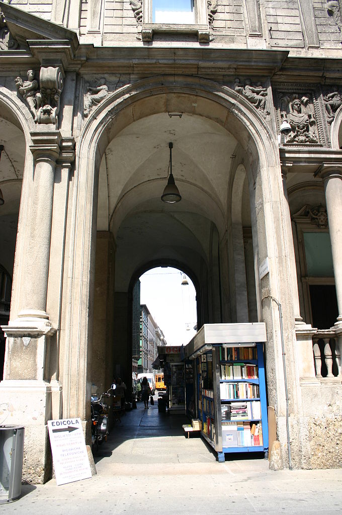 File 5049 milano palazzo dei giureconsulti foto for Palazzo 24