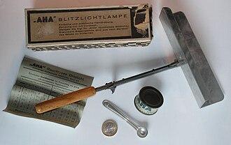 Flash (photography) - Vintage AHA smokeless flash powder lamp kit, Germany