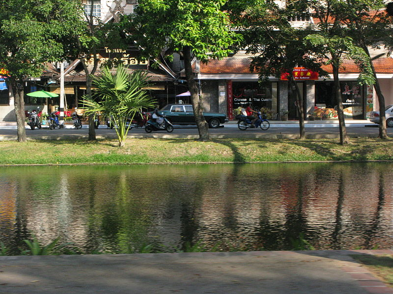File:A street in Chiang Mai City.JPG
