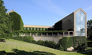 Aarhus Universitets hovedbygning set fra parken-cropped