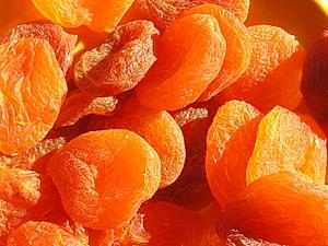 dried apricots Français : abricots secs traité...