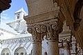 Abbaye Notre-Dame de Sénanque chapiteau du cloître 05.jpg