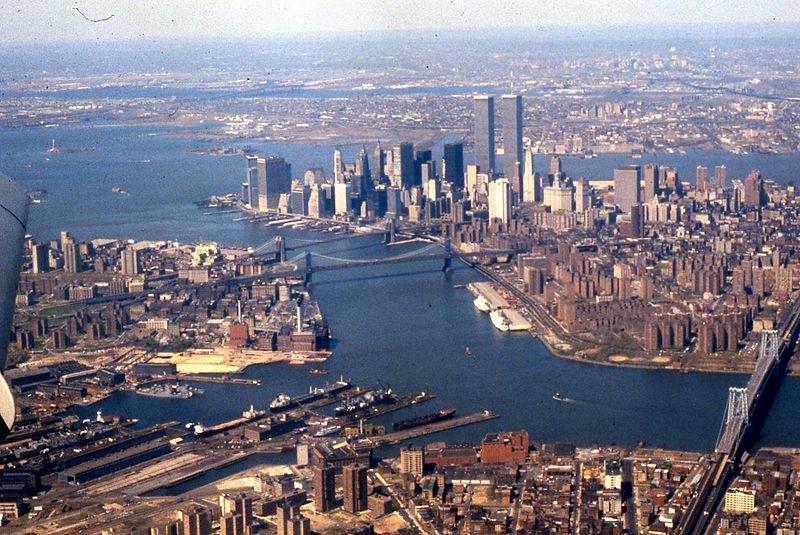 Aerial view of East River, Lower Manhattan, New York Harbor, 1981.jpg