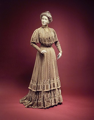 Jacques Doucet (fashion designer) - Image: Afternoon dress MET 65.239.12 transpc 003