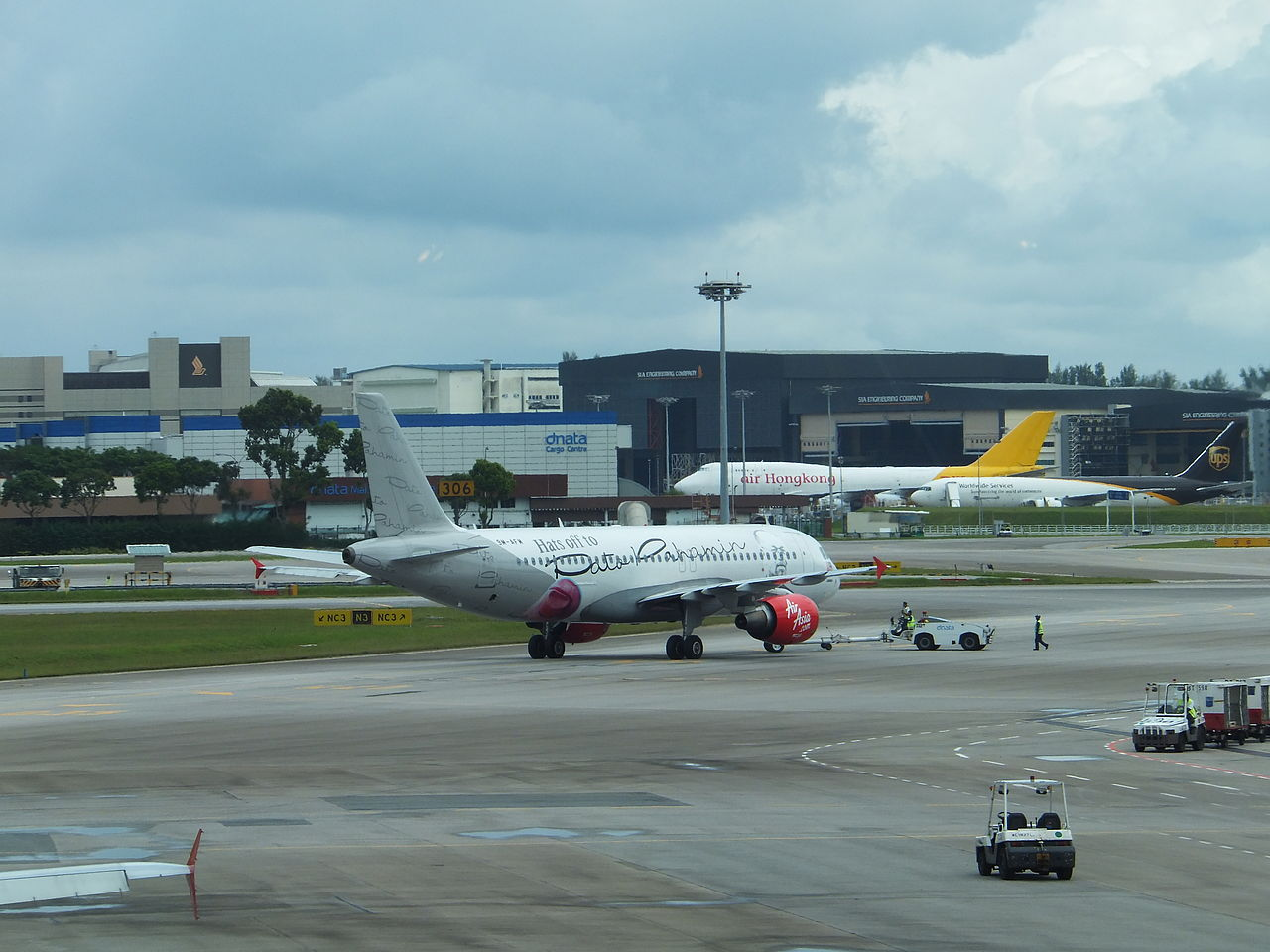 Blue apron singapore - File Airasia Airbus A320 216 9m Afm Leaving Apron By Tractor In Singapore Changi Airport 20130211 Jpg