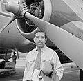 Albert Helman voor de Convair 340 van de KLM op het vliegveld Piarco van Port of, Bestanddeelnr 252-2654.jpg