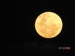 Português: Lua cheia vista de Alcobaça, Bahia,...