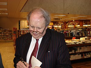 Alexander McCall Smith - Alexander McCall Smith signing books in Helsinki April 2007