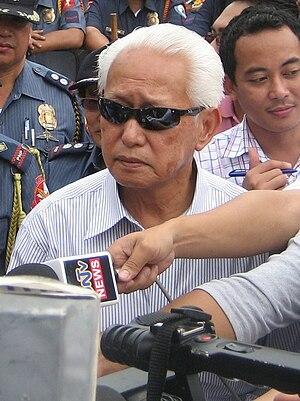 Alfredo Lim - Mayor Lim talking to reporters in Mendiola Bridge at Manila in year January 22, 2008