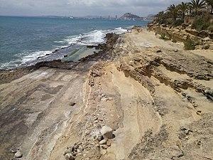 Alicante desde la cala cantalar.jpg