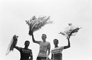 Jacques Anquetil - Anquetil (center) at the 1964 Tour de France