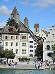 Ansicht von der MS Panta Rhei der Zürichsee-Schifffahrtsgesellschaft (ZSG) auf Curtihaus, Haus Schlossberg und Hotel Schwanen in Rapperswil, im Hintergrund die Türme von Schloss und Stadtpfarrkirche 2013-08-25 15-18-56 (P7700).JPG