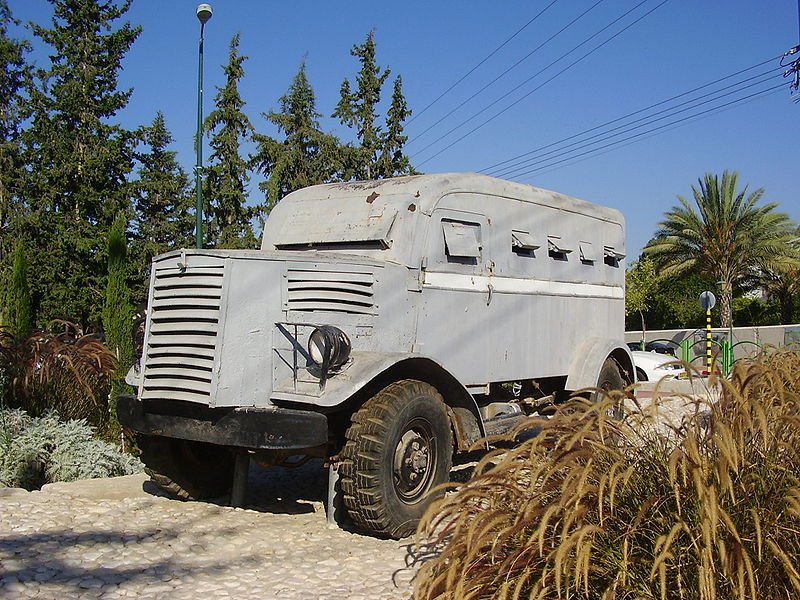 Mazkeret Batya Israel  City pictures : ... :Armoured Vehicle un Mazkeret Batya, Israel Wikimedia Commons