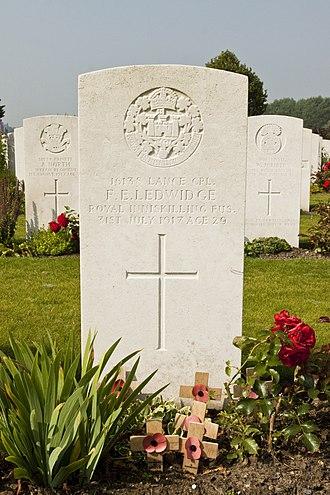Artillery Wood Commonwealth War Graves Commission Cemetery - Image: Artillery Wood Cemetery 6