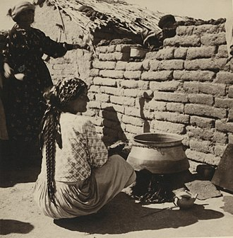 Tell Tamer - Image: Assyrian woman cooking