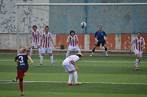 Karşıyaka BESEM Spor - Karşıyaka BESEMSpor attacking Ataşehir Belediyespor in the away match on October 26, 2014.