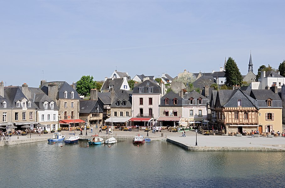 The port of Saint-Goustan in Auray (Morbihan, Brittany, France).