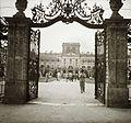 Az Esterházy kastély főbejárata. Fortepan 83929.jpg