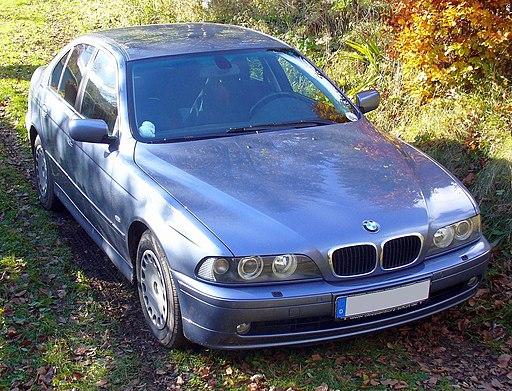 BMW E39 blue