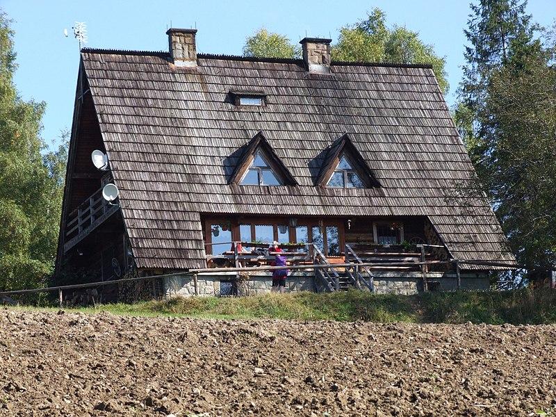 Plik:Bacówka na Maciejowej a1.jpg