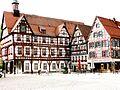 Bad Urach - Marktplatz mit Rathaus (7649713916).jpg