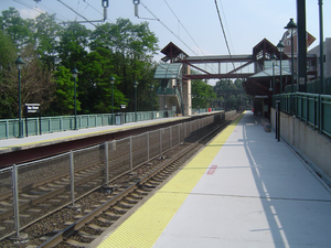 Bay Street station - Bay Street station platform, facing southward from Glenridge Avenue