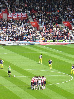 Southampton F.C. - Southampton players form a huddle before kicking off against Derby in 2007