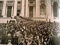 Benedetto XV folla enorme 1922.jpg