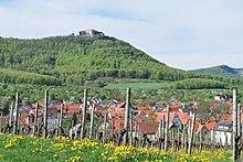 Blick von Beuren auf die Burg Hohenneuffen auf der Schwäbischen Alb