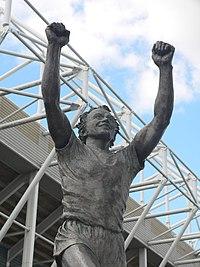 Staty på Billy Bremner utanför Elland Road