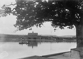 Boating pavilion and lake, Llandrindod