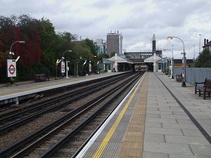 Boston Manor tube station - Image: Boston Manor stn look east