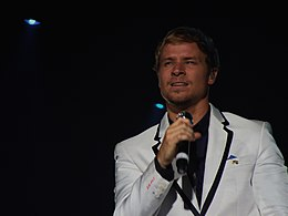 Brian Littrell on NKOTBSB tour.jpg