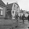 Britse infanterie in een Twents dorp, Bestanddeelnr 900-2388.jpg