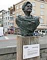 Bronzeskulptur der belgischen Sängerin Lucy Loes von Josiane Vanhoutte, Ostende (Oostende Belgien).jpg