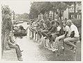 Brouwersvaart bij de Brouwersbrug wedstrijd paalzitten, NL-HlmNHA 54003548.JPG