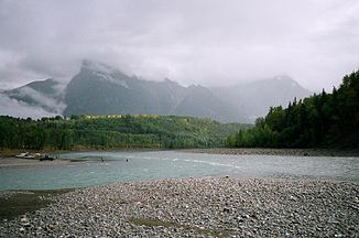 Bulkley River (links) mündet in den Skeena River (rechts) bei Hazelton