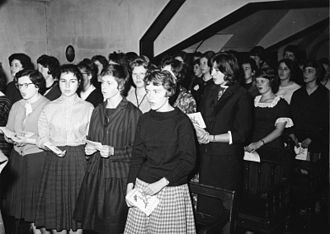 Students of the Gymnasium Nonnenwerth, an all-girls school in 1960 Bundesarchiv B 145 Bild-F010221-0001, Bad Honnef, Gymnasium Nonnenwerth.jpg