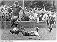 Bundesarchiv Bild 183-1988-1008-007, FDGB-Pokal, Dynamo Schwerin - 1. FC Magdeburg 3-1.jpg