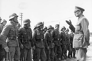 Russian Liberation Army - Image: Bundesarchiv Bild 183 N0301 503, General Wlassow mit Soldaten der ROA
