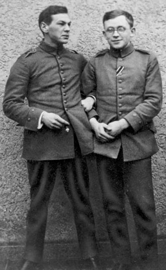Richard Sorge - Sorge (left) and chemist Erich Correns during the First World War in 1915