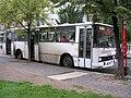 Bus 9511 a zastávka v ulici Na valech (01).jpg