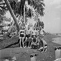 COLLECTIE TROPENMUSEUM Militairen op Palm Beach bij Tjilintjing TMnr 10028576.jpg