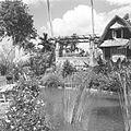 COLLECTIE TROPENMUSEUM Rudolf Bonnet op het terras naast zijn huis TMnr 60030464.jpg