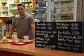 Café im MEZ, (Margot-Engelke-Zentrum) in der Geibelstraße 90 in Hannover-Südstadt, Oliver Tillich übernahm das 1983 gegründete Geschäft von seinem Vater.jpg