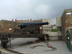East Riding Royal Garrison Artillery - Preserved 32-pounder gun on traversing carriage.