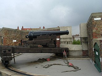 East Riding Royal Garrison Artillery - Preserved 32-pounder gun on traversing carriage.