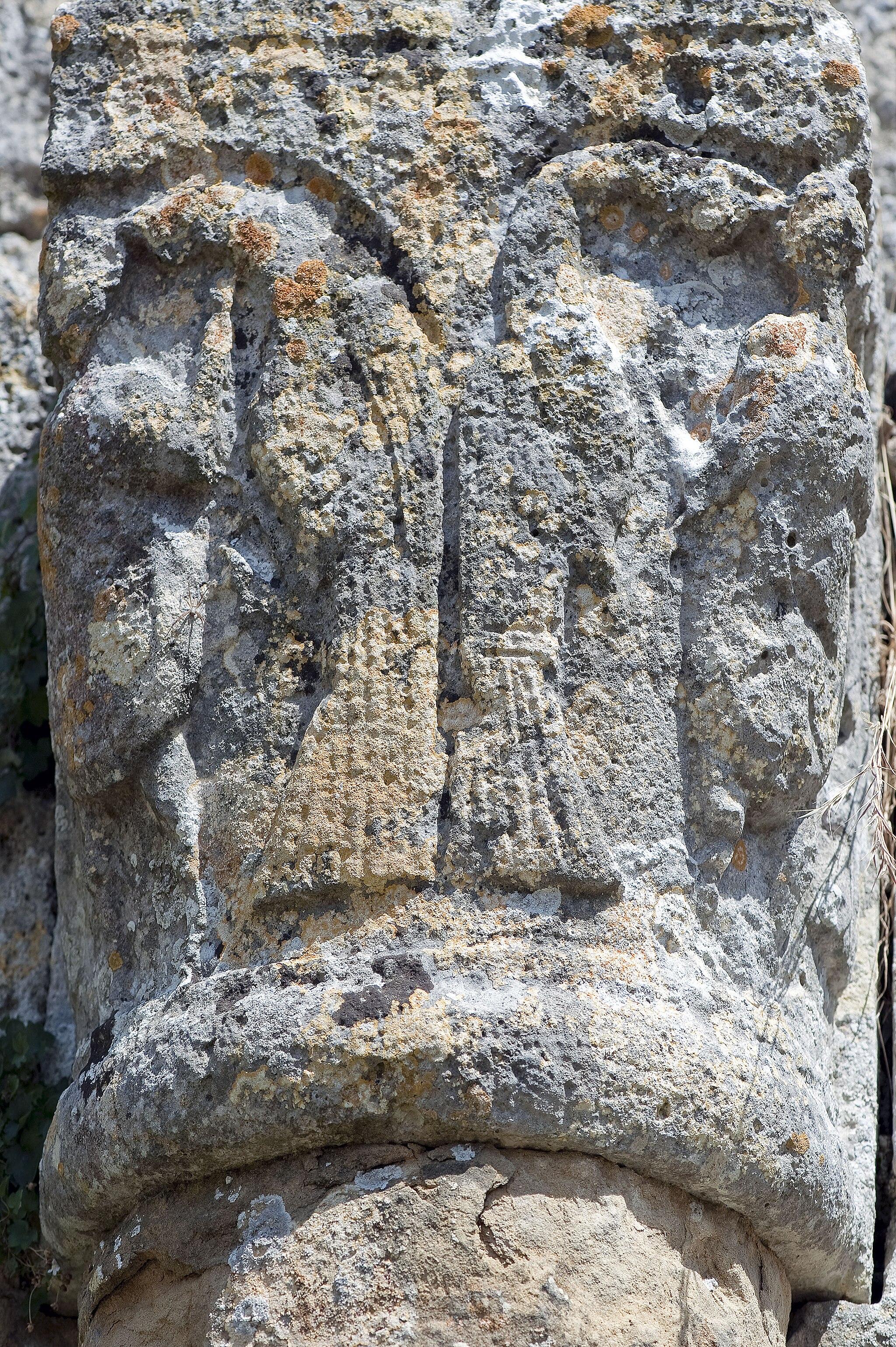 Capitello di una colonna, Abbazia di Santa Maria Assunta a Coneo, Colle Val d'Elsa