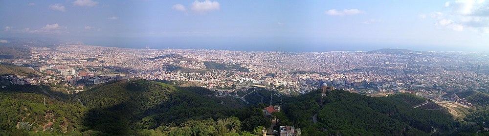 Vista de Barcelona des del mirador del Tibidabo. Octubre de 2003.